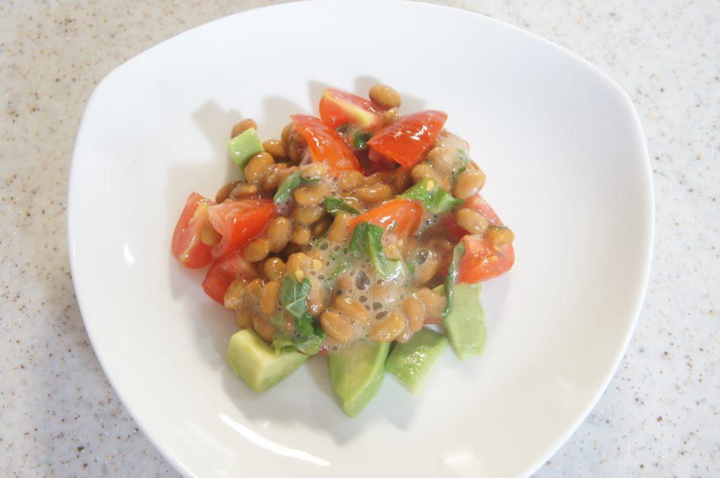 大葉とアボガドのネバネバ納豆