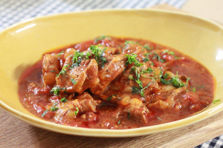 味付け簡単!大葉塩ダレとトマト缶の豚軟骨煮大葉レシピ